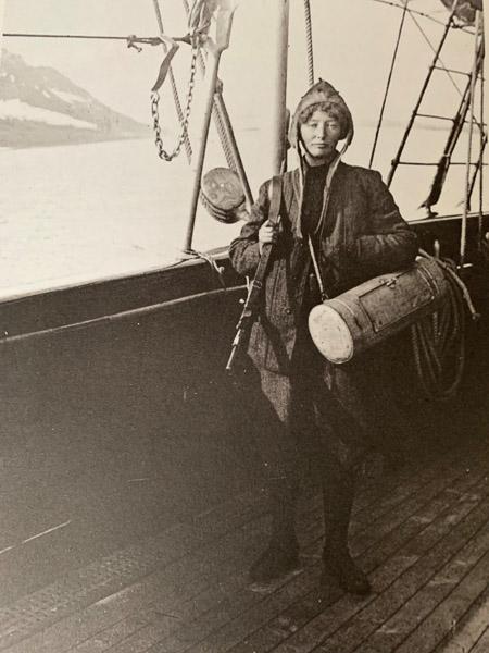 Arctic-women-006
