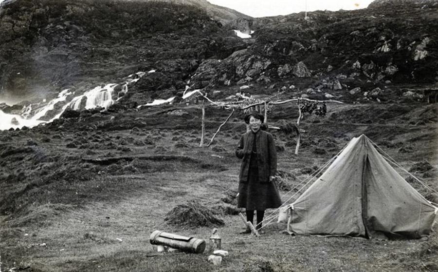 Arctic-women-007